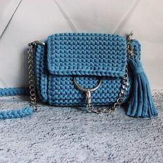 Цвет Индиго Меланж   Размер 24*20 см Возможен повтор в другом цвете ✅  #подарокподруге#сумкимосква #сумкианапа#анапа#витязево#сумкаанапа#рюкзаканапа#подарокручнойработывязанаясумка#вяжутнетолькобабушки#knitstyle#стильноевязание#knittedbag#сумка#клатч#bag#