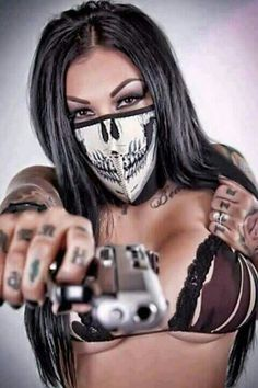 Dunno who she is but even with the skull mask thing... dayuum!!