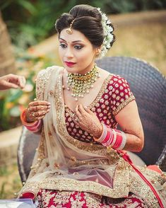 My babliest bride @ Maquiagem e cabelo: . Desi Wedding, Wedding Looks, Bridal Looks, Wedding Attire, Bridal Style, Wedding Bride, Tamil Wedding, Wedding Dress, Indian Wedding Hairstyles