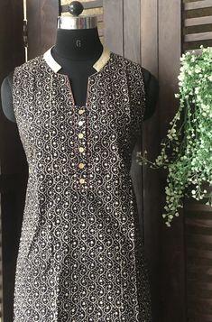 available size . Neck Designs For Suits, Sleeves Designs For Dresses, Blouse Neck Designs, Collar Kurti Design, Kurta Neck Design, Churidar Neck Designs, Kurta Designs Women, Salwar Kameez Simple, Indian Designer Suits