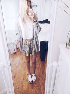 yay outfit today :-) skirt from sabo skirt, brandy melville crop top and cardigan, windsor smiths have a good day
