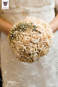 I'm not a huge fan of white/ivory roses, but this is beautiful!