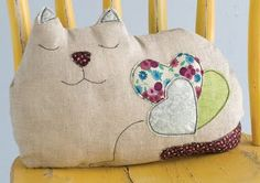 cat pillow *i'm looking for a good cat pillow right now, i like this because of it's unique fat-cat shape!  *pattern from interweave store, picture from misadventurescrafting.blogspot