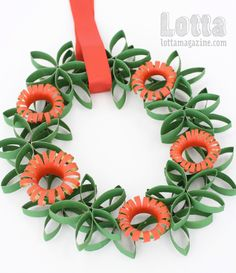 Toilet roll wreath and sunburst decoration - Tutorial, from Lotta Magazine Toilet Roll Craft, Toilet Paper Roll Art, Toilet Paper Roll Crafts, Cardboard Crafts, Kids Toilet, Paper Towel Roll Crafts, Towel Crafts, Recycled Crafts, Paper Flowers