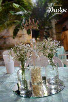 Festa de Princesa com coroas e nas cores dourado e azul tiffany
