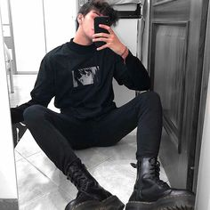 Cereal or milk? Punk Outfits, Grunge Outfits, All Black Outfit Casual, Korean Outfit Street Styles, Male Models Poses, Style Masculin, Indie, Character Outfits, Korean Fashion