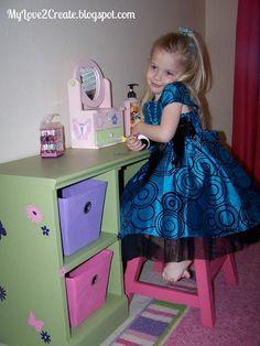 DIY Furniture : DIY Play Vanity