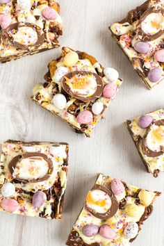 30 gorgeously bright Easter dessert recipes to celebrate spring like this Easter Creme Egg Rocky Road recipe! 30 gorgeously bright Easter dessert recipes to celebrate spring like this Easter Creme Egg Rocky Road recipe! Cute Easter Desserts, Easter Treats, Easter Recipes, Dessert Recipes, Easter Food, Easter Lunch, Easter Stuff, Hoppy Easter, Easter Dinner