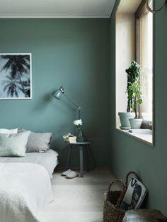 Linge de lit lin et mur vert de gris Planète Deco via nat et nature