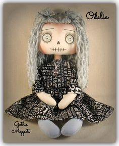Gothic Horror, Gothic Art, Halloween Party Themes, Halloween Decorations, Big And Beautiful, Beautiful Dolls, Handmade Dolls Patterns, Zombie Girl, Gothic Dolls