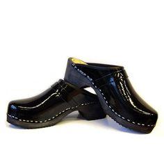 Skane Toffeln Black Laquer clogs with black standard sole bcdbf97bbffaf
