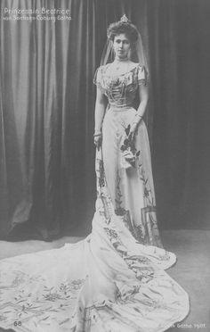 Bildergebnis für duchess courtdress