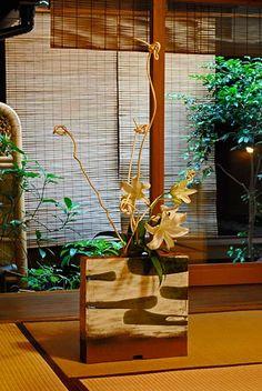 The ceramic recreations of Munemi Yorigami Slab Ceramics, White Ceramics, Ceramic Boxes, Ceramic Vase, Japanese Ceramics, Porcelain Clay, Ikebana, Wall Sculptures, Clay Art