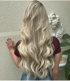 The 74 Hottest Blonde Hair Looks to Copy This Summer Blonde Hair Looks, Light Blonde Hair, Light Hair, Champagne Blonde Hair, Strawberry Blonde Hair Color, Perfect Hair Color, Balayage Blond, Hair Color Formulas, Long Wavy Hair