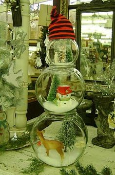 Fish Bowl Snowman--fill with fake snow and your choice of embellishments to make a creative centerpiece. (how wonderful is this??:)