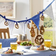 Oktoberfest decoration to make yourself - Celebration - Bayern Party - Oktoberfest Party, Oktoberfest Decorations, Oktoberfest Recipes, Holiday Decorations, Dinner Themes, Party Themes, Party Ideas, German Decor, Beer Tasting Parties