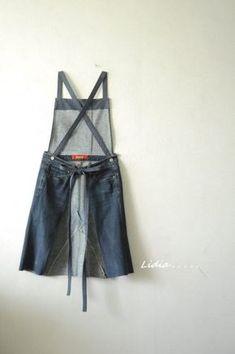 청바지로 앞치마를 만들었어요. 뒷모습 같지만, 앞입니다.ㅎㅎ 언젠가부터 꼭 만들어 보고 싶었던 앞치마입... Sewing Aprons, Sewing Clothes, Slow Fashion, Denim Fashion, Couture, Jean Apron, Demin Skirt, Denim Art, Denim Crafts