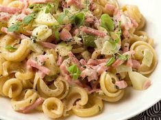 Ham Pasta, Pasta Salad, Meat, Ethnic Recipes, Food, Crab Pasta Salad, Eten, Meals, Macaroni Salad
