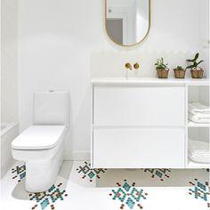 EL DISEÑO ESTÁ EN EL SUELO 💚💛 ¡Espectacular el trabajo de @leticia_yaguez! Sin duda habéis conseguido dar ese toque especial dando auténtico protagonismo al pavimento. Gracias por vuestra creatividad y por plasmarla en mosaico con el servicio de personalización #ArtFactoryHisbalit 📸 @carlacapdevilafotografia Mosaic Floors, Vanity, Flooring, Bathroom, Mosaics, Thanks, Creativity, Dressing Tables, Washroom