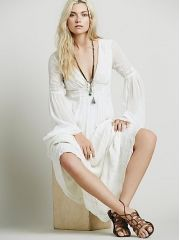 5 Flirty Summer Dresses with Sleeves: Friday Finds Beige Dresses, White Maxi Dresses, White Dress, Vestidos Vintage, Vintage Dresses, Summer Dresses With Sleeves, Casual Summer Outfits For Women, Clothing Photography, Edgy Photography