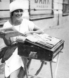Папиросница из Моссельпрома. 1920-е