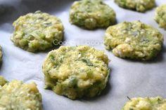 Κολοκυθοκεφτέδες αλλά σε μια πολύ ελαφριά εκδοχή τους. Ψήστε τους στο φούρνο, μοσχοβολάνε από τα ανοιξιάτικα μυρωδικά και ξετρελαίνουν με το λιωμένο τυράκι! Τι θα χρειαστούμε… 1 κολοκυθάκι 1 βρασμένη πατάτα 2 φρέσκα κρεμμυδάκια 1/2 φλ. ψιλοκομμένο άνηθο 1 αυγό 150 γρ. ανθότυρο Φρεσκοτριμμένο πιπέρι Πώς θα τις φτιάξουμε… Σ΄ένα κατσαρολάκι βράζουμε την πατάτα. Τρίβουμε … Greek Desserts, Greek Recipes, Vasilopita Recipe, Diabetic Recipes, Cooking Recipes, Weight Watchers Meals, Finger Foods, Holiday Recipes, Recipies