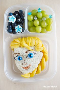 Wow, what an amazing & creative Frozen lunch meal! Could you whip up something this awesome? #WhySchoolRules