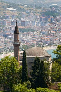 Alanya | Turkey - one of the easiest countries to live in and one which many foreigners choose to make their second sunshine home. Choose a reliable trustworthy Real Estate Partner. www.malibu-invest.com Pictures Of Turkeys, Istanbul, Turkey Places, Alanya Turkey, Foto Blog, Dream Properties, Blue Mosque, Holiday Places, Turkey Travel