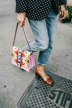 Street Style Milan Fashion Week love the bag but OMG the shoes 😍😍😍! Fashion Mode, Look Fashion, Fashion Bags, Street Fashion, Fashion Accessories, Milan Fashion, Fashion Details, Net Fashion, Womens Fashion