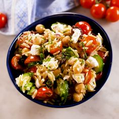Though it looks a bit like rice, orzo isn't a grain. It's pasta! This easy make-ahead lunch salad is filled with all your favorite bright Mediterranean flavors Greek Orzo Pasta Salad Recipe, Easy Pasta Salad, Pasta Salad Recipes, Pesto Vegan, Feta, How To Cook Orzo, Bacon, Cooking Recipes, Healthy Recipes