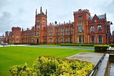 Queen's University of Belfast. View at the Queen's University of Belfast in rain , Queen's University, Going To University, Palaces, Belfast Northern Ireland, Belfast Maine, Ireland Pictures, Uk Universities, Colleges, Europe