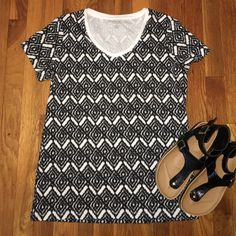 Tribal Print Tshirt Size M Cute top, like new, size medium Tops Tees - Short Sleeve