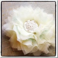 Fabric Bows & More! A site with DIY flower tutorials.