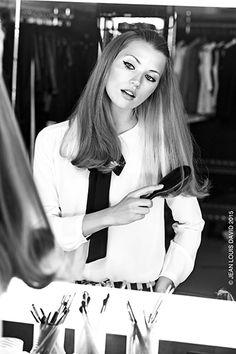 Baby Doll ! Retour en enfance avec cette demi-queue qui donne un look pin-up. Le Perfect Liss Urban Style Jean Louis David facilite le lissage tandis que le Shine Spray rehausse l'éclat de la chevelure. #collection #jeanlouisdavid #backstage #rock #hair #cheveux #trends #fashion