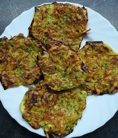Ropogós cukkinitallérok Looks Yummy, Omelette, Quiche, Ham, Zucchini, Food And Drink, Herbs, Bread, Vegetables
