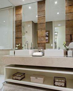 Banho para inspirar ✨ Cubas sobrepostas + espelho + revestimento em madeira + mármore charme total!