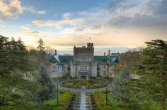 Hatley Castle, Royal Roads University, Victoria, BC - Most Beautiful University Campuses In Canada Hatley Castle, Places To Travel, Places To Go, Victoria Vancouver Island, Tourism Management, Victoria British Columbia, Historical Sites, Great Places, Photos