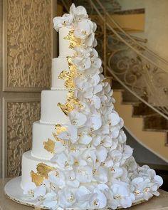 Glamorous Wedding Cakes, Fancy Wedding Cakes, Fondant Wedding Cakes, Luxury Wedding Cake, Floral Wedding Cakes, Amazing Wedding Cakes, Wedding Cake Designs, Rustic Wedding, Wedding Cake Gold