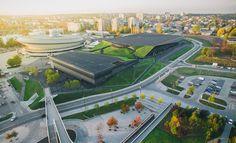 El proyecto Centro internacional de conferencias Katowice, situado cerca del estadio Spodek, erigido en 1962, planteó un desafío tanto en la planificación urbana y como en términos arquitectónicos.