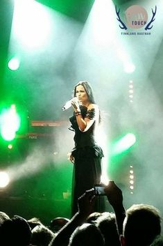Tarja Turunen gestern Abend in der Batschkapp Frankfurt - live ein ganz besonderes Erlebnis! #finntouch #finnlandhautnah #finnland #finland #suomi #visitfinland #finland100 #ourfinland #thisisfinland #discoverfinland #finland_photolovers #tarja #tarjaturunen #nightwish #metal #heavymetal #symphonicmetal #batschkapp #frankfurt #konzert #concert #konsertti #live #gig #tarjaturunenfanbase #theshadowself #tarjaofficial