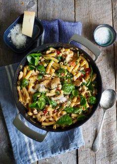 One pot wonder - lettvint gryterett - Mat På Bordet One Pot Wonders, One Pot Pasta, Paella, Bacon, Cooking, Ethnic Recipes, Food, Italy, Spinach Salads