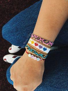 Diy Friendship Bracelets Patterns, Loom Bracelet Patterns, Bead Loom Bracelets, Bracelet Crafts, Bead Loom Patterns, Beading Patterns, Bead Embroidery Jewelry, Fabric Jewelry, Beaded Jewelry