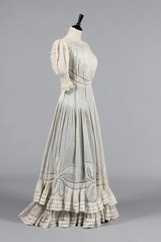 Valenciennes lace inset summer gown, circa Laferriere label to the grosgrain inner waistband, adorned with fine pin-tucked and lace inset bow motifs to the hem centred with lace florets 1900s Fashion, Edwardian Fashion, Vintage Fashion, Vintage Style, Edwardian Gowns, Edwardian Clothing, Vintage Gowns, Vintage Outfits, Summer Gowns