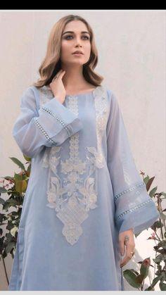 Pakistani Fashion Party Wear, Pakistani Fashion Casual, Indian Fashion Dresses, Indian Designer Outfits, Pakistani Outfits, Pakistani Kurta, Stylish Dress Book, Stylish Dresses For Girls, Casual Dresses