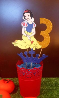 Snow white party decor