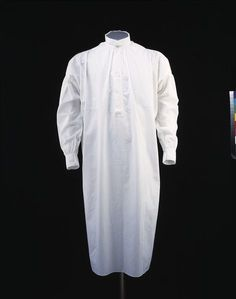 1874, United Kingdom - Nightshirt - Cotton, with pearl and cotton-covered buttons, hand- and machine-sewn