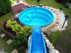 Dad Builds Giant Paddling Pool in Backyard Above Ground Pool Slide, Above Ground Swimming Pools, In Ground Pools, Small Backyard Pools, Small Pools, Backyard Landscaping, Backyard Ideas, Backyard Patio, Diy Pool