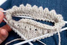 Ohje: Hiirenhammasreunus Knitting Socks, Baby Knitting, Crochet Baby, Knit Crochet, Knitting Patterns, Crochet Patterns, Knitting Tutorials, How To Purl Knit, Knitted Bags
