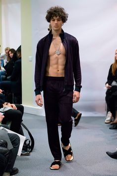 Lucien Pellat Finet presented its Fall/Winter 2017 collection during Paris Fashion Week.