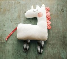 PDF unicorn pattern Unicorn gift Easy unicorn sewing Unicorn birthday PDF Beginner sewing pattern Stuffed Animal Pattern Unicorn party Horse A nice unicorn toy is an ideal project for beginners and for children's craft! Soft and cosy unic Beginner Sewing Patterns, Sewing Basics, Sewing Stuffed Animals, Stuffed Animal Patterns, Sewing Toys, Sewing Crafts, Sewing Hacks, Sewing Tutorials, Fabric Crafts